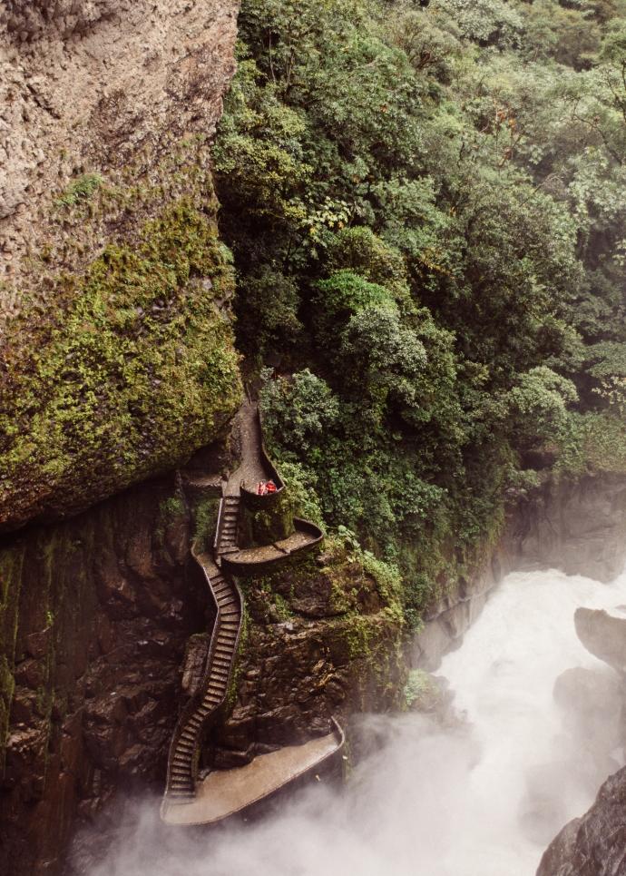 Escalinatas en el Pailón del Diablo